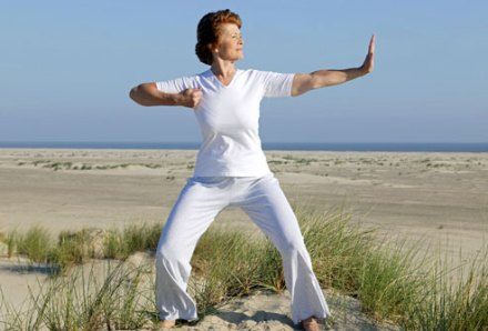 photolibrary_RM_photo_of_woman_doing_tai_chi_on_beach